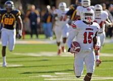 Futebol americano da faculdade - funcionamento do aterragem Fotografia de Stock Royalty Free
