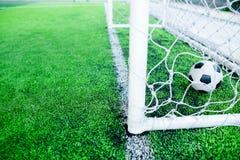 Futebol atrás do meta Fotos de Stock