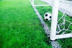 Futebol atrás do meta Imagens de Stock