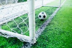 Futebol atrás do meta Foto de Stock Royalty Free