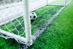 Futebol atrás do meta Imagens de Stock Royalty Free