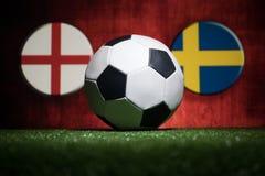 Futebol 2018 Conceito creativo Esfera de futebol na grama verde Apoie seu conceito do país ou do elogio Fotos de Stock