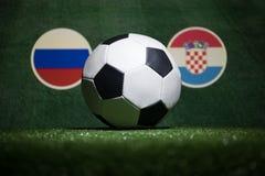 Futebol 2018 Conceito creativo Esfera de futebol na grama verde Apoie seu conceito do país ou do elogio Foto de Stock Royalty Free