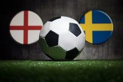 Futebol 2018 Conceito creativo Esfera de futebol na grama verde Apoie seu conceito do país ou do elogio Imagens de Stock Royalty Free