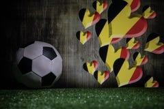 Futebol 2018 Conceito creativo Esfera de futebol na grama verde Conceito da equipe de Bélgica do apoio Imagem de Stock Royalty Free