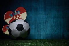 Futebol 2018 Conceito creativo Esfera de futebol na grama verde Conceito da equipe da Croácia do apoio Foto de Stock