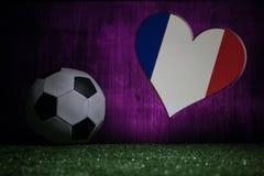 Futebol 2018 Conceito creativo Esfera de futebol na grama verde Conceito da equipe de França do apoio Imagem de Stock Royalty Free