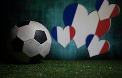 Futebol 2018 Conceito creativo Esfera de futebol na grama verde Conceito da equipe de França do apoio Foto de Stock Royalty Free