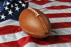 Futebol de encontro a uma bandeira dos EUA Imagens de Stock Royalty Free