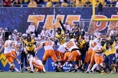 2015 futebol do NCAA - estado de Oklahoma em West Virginia Fotografia de Stock Royalty Free
