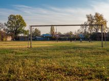 Futebol do ` s das crianças no estádio velho fotos de stock