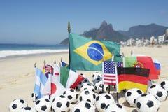 Futebol internacional Team Flags Footballs Rio de janeiro Brasil Fotos de Stock
