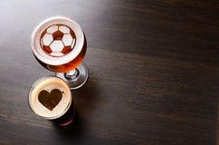 Futebol loving e cerveja Imagens de Stock Royalty Free