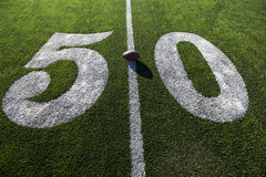 Futebol na linha de jardas cinqüênta Fotos de Stock