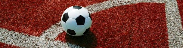 Futebol na terra vermelha, canto, formato de paisagem para uma bandeira imagens de stock