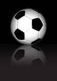 Futebol - no fundo reflexivo preto Fotografia de Stock