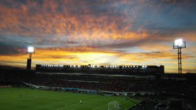 Futebol no por do sol foto de stock royalty free