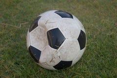 Futebol velho foto de stock