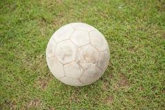Futebol velho na grama Imagem de Stock Royalty Free