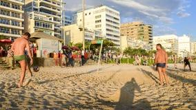 Futevolei auf dem Strand in Ipanema, Rio de Janeiro, Brasilien lizenzfreie stockfotos