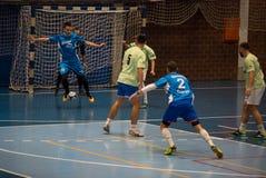 Futsals-Spieler in der Sporthalle Stockfotos