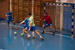 Futsals-Spieler in der Sporthalle Stockfoto