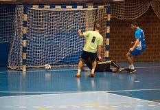Futsals-Spieler in der Sporthalle Stockbilder
