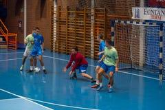 Futsals-Spieler in der Sporthalle Stockfotografie
