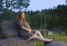 Future maman rousse Photographie stock libre de droits