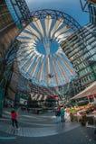 Futuristic tak på den Sony mitten, Potsdamer Platz, Berlin, Tyskland Royaltyfri Foto