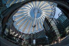 Futuristic tak på den Sony mitten, Potsdamer Platz, Berlin, Tyskland Royaltyfri Bild