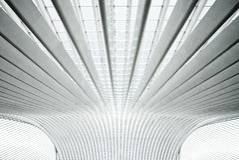 Futuristisch binnenland met concrete bogen in perspe Stock Foto