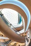 Futuristisch binnenlands vernieuwd winkelcentrum Stock Foto's