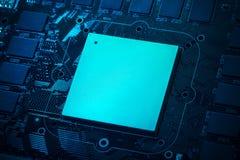 Futuristische bewerker op omhoog dicht motherboard stock foto