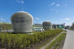 Futuristische Fans zu Station Stadion Narodowy von Warschau-U-Bahnsek Stockbild