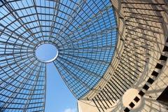 Futuristische glas-staal koepel Stock Afbeeldingen