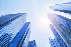 Futuristische high-tech achtergrond, bedrijfsbureau moderne gebouwen stock foto's