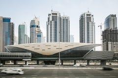 Futuristische metro post in Doubai, Verenigde Arabische Emiraten Stock Afbeeldingen