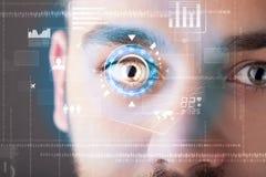 Futuristische moderne cybermens met het oogpaneel van het technologiescherm Stock Afbeeldingen