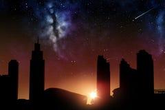 Futuristische stadswolkenkrabbers over zonsopgang in ruimte Stock Foto
