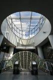 Futuristischer Eingang zur Linie des Warschau-U-Bahnsystems zweite Stockfotografie