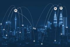 Futuristischer Netzwerk-Link-Stromkreis stockfotos