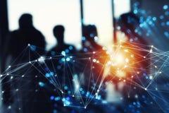 Futuristisches abstraktes Internetanschlussnetz mit Schattenbild des Geschäftsteams stockbilder