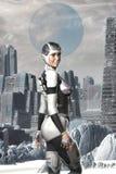 Futuristisches Astronautenmädchen auf einem ausländischen Planeten Stockbild