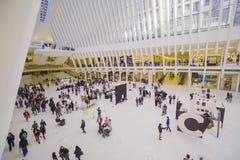 Futuristisches Einkaufszentrum in New York - der neue Westfield in der Welthandels-Mitte MANHATTAN - NEW YORK - 1. April 2017 Lizenzfreies Stockfoto