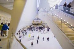 Futuristisches Einkaufszentrum in New York - der neue Westfield in der Welthandels-Mitte MANHATTAN - NEW YORK - 1. April 2017 Stockbild
