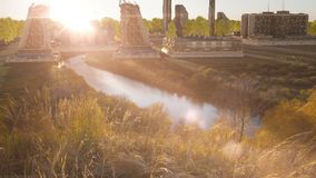 Futuristisches Gebäude auf einem sonnigen Tal, Landschaft Zukünftige Architektur futuristische Stadt, Stadt stock video