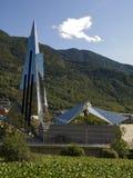 Futuristisches Gebäude in der Natur Stockbilder