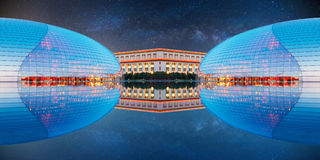 Futuristisches Gebäude und sternenklarer Himmel Stockfotos
