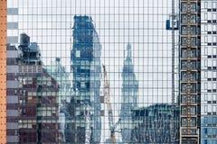 Futuristisches Glasgebäude mit wirtschaftlicher Zusammenarbeit Lizenzfreies Stockfoto